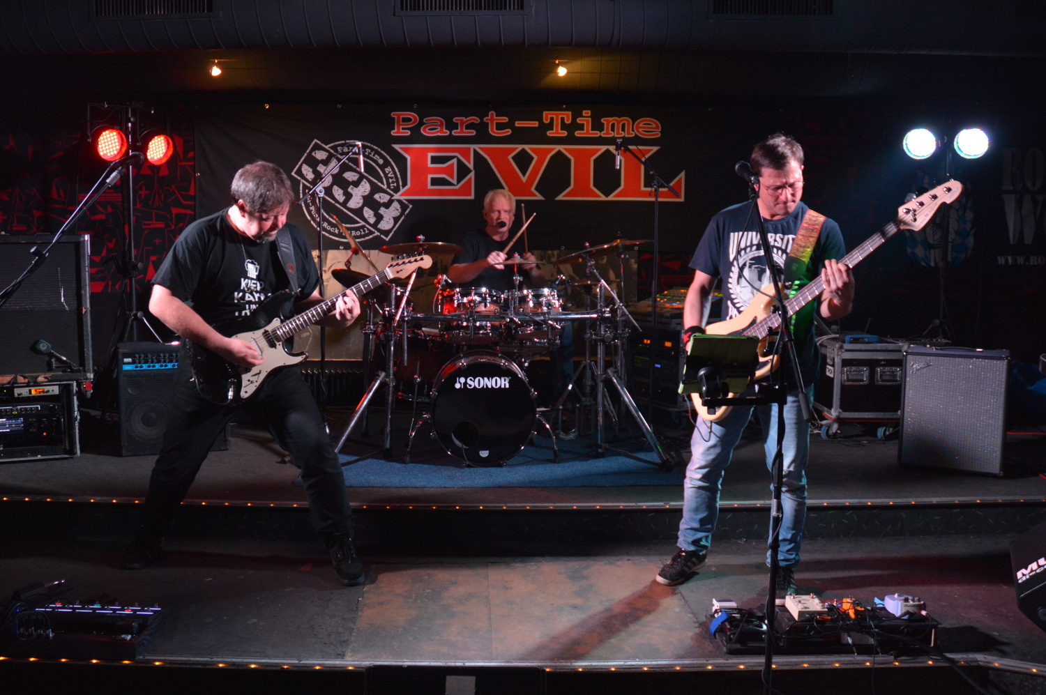 Band Part-Time EVIL live